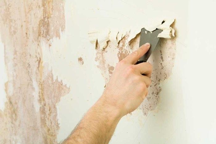 Làm phẳng bề mặt để giúp sơn bám dính tốt